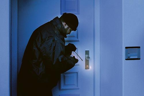 HOPPE Einbrecher an Haustür
